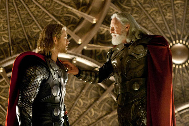 Chris Hemsworth (Thor) y Anthony Hopkins (Odin) en THOR