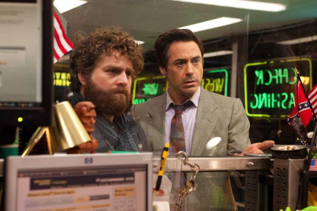 Robert Downey Jr. (D), Zach Galifianakis (I) en Salidos de cuentas