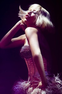 "Christina Aguilera interpreta ""I am a good girl"" en Burlesque"