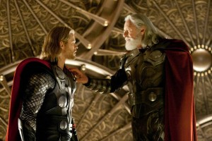 Thor y su padre Odin (Anthony Hopkins)