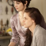 Foto CREPUSCULO AMANECER: Alice Cullen (Ashley Greene) y Bella (Kristen Stewart)