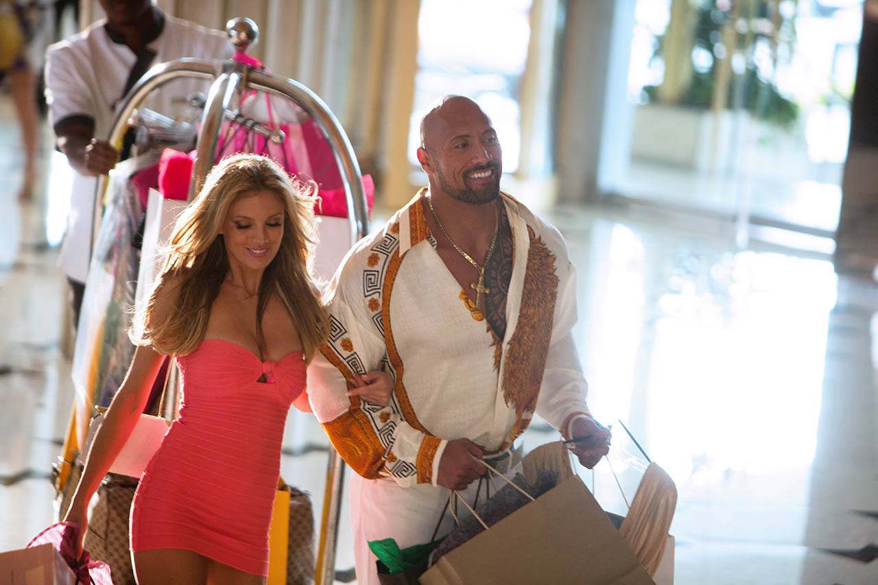 Foto Dwayne Johnson y Bar Paly en Dolor y dinero